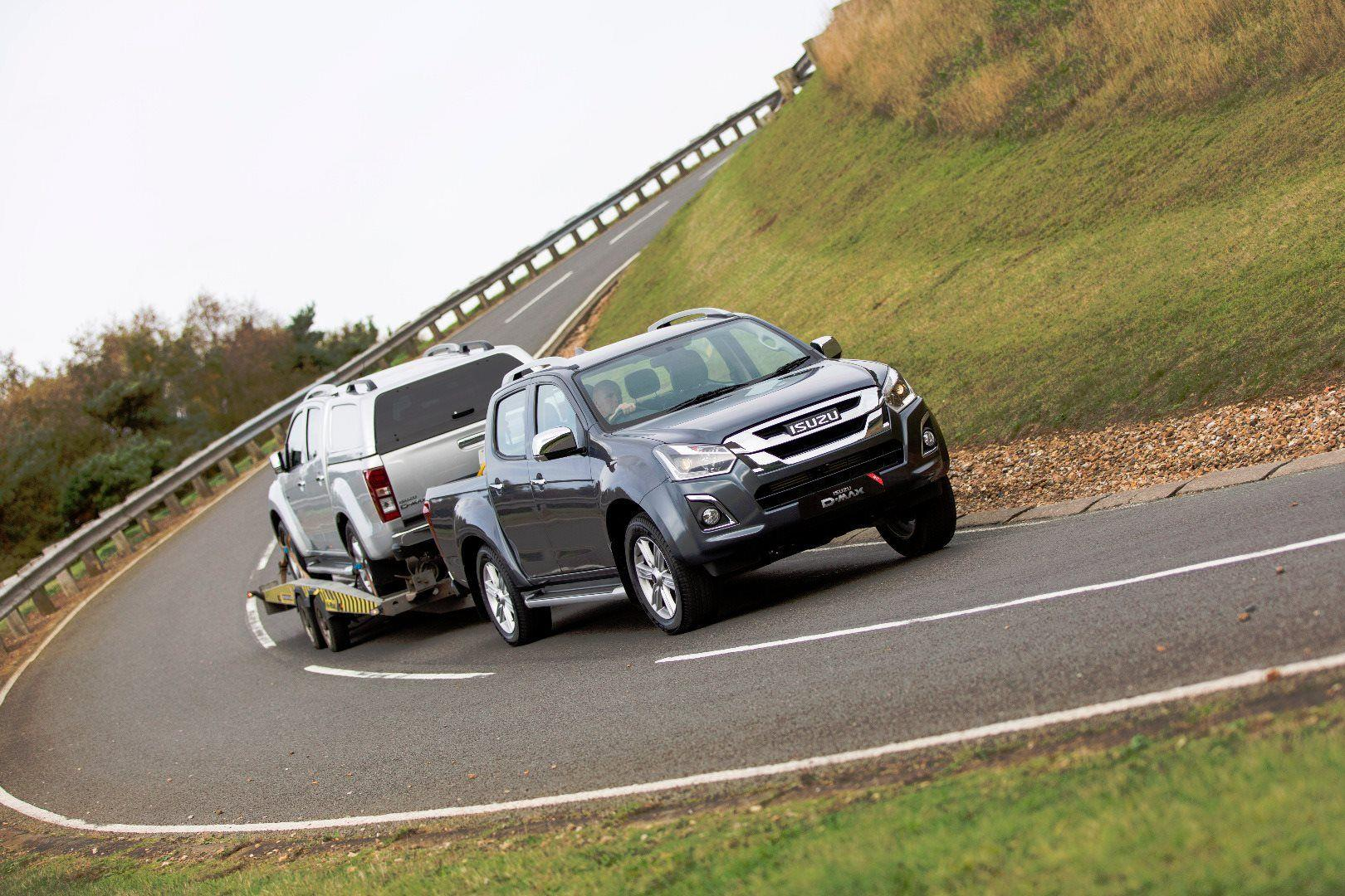 AWARD-WINNING D-MAX BENEFITS WITH ATTRACTIVE OFFERS ACROSS THE RANGE